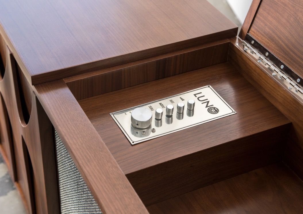 ターンテーブル&ミニバー搭載!レコードをおしゃれに収納できる家具で、素敵な音楽ライフを