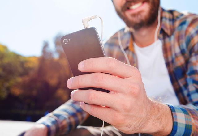「恋人に居場所がバレる」Facebookの新機能に賛否両論