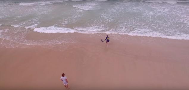 これは反則!?ドローンを使って「マグロ」を砂浜から釣り上げる男たち