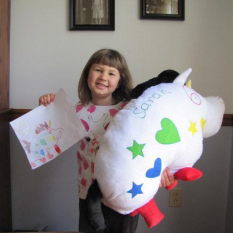 お絵かきしたキャラがぬいぐるみに!愛する子どもへ「魔法のような贈り物」はいかが?