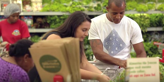 「野菜の鮮度」にこだわったスーパーの秘策。売り場に「畑」をつくっちゃえ!?