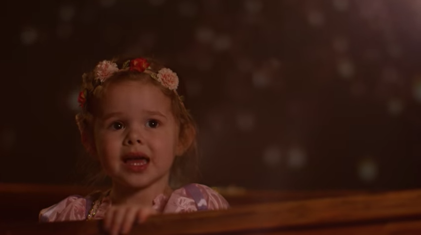 かわいすぎる・・・3歳の女の子がパパと「ラプンツェル」を完全再現!(動画あり)