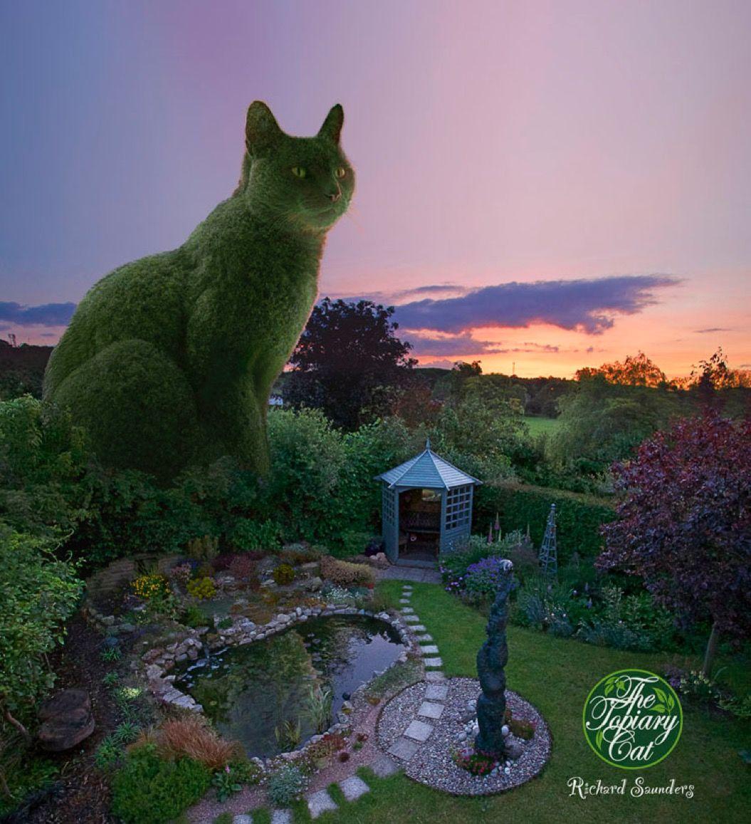 美しい庭に寝そべる「巨大なネコ」。じつはコレ・・・
