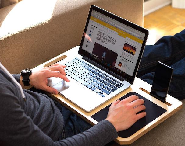 ソファでのPC作業効率を上げまくる「モバイルおぼん」