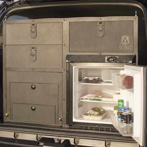 車種に合わせてオーダーメイドできる、アウトドア専用「キッチン」