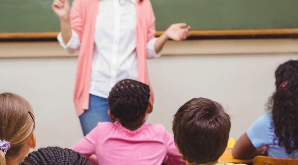 生徒たちの前で、20ドル札をぐしゃぐしゃにして踏み潰した先生の話