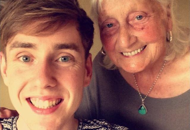 「Google検索」で世界をほっこりさせた86歳のおばあちゃん