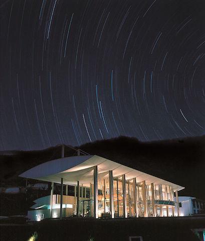 隅研吾が設計した、雲の上の町に佇む「雲の上のホテル」