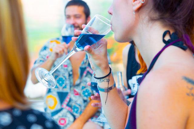世界中で話題になった「青いワイン」 メンバーの中に、ワイン造り経験者は「ゼロ」だった