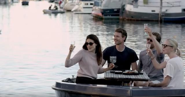「ノルディック式屋形船」は、短い夏をめいっぱい楽しむ北欧の知恵です