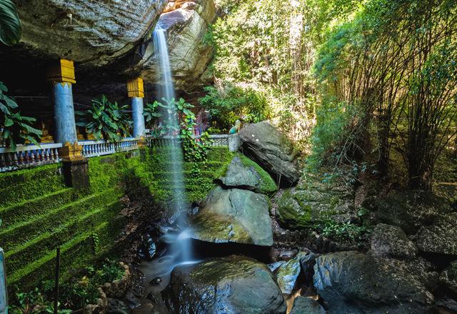アジアのエクストリーム寺院8選。もはや、道中が大冒険!?