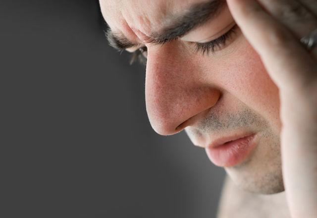 偏頭痛の痛みを和らげるには「緑色の光」が効果的!?(ハーバード大学)