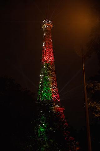 スポーツフォトグラファーが現地で見た、サッカー「EURO 2016」。エッフェル塔の色が毎日変わる!