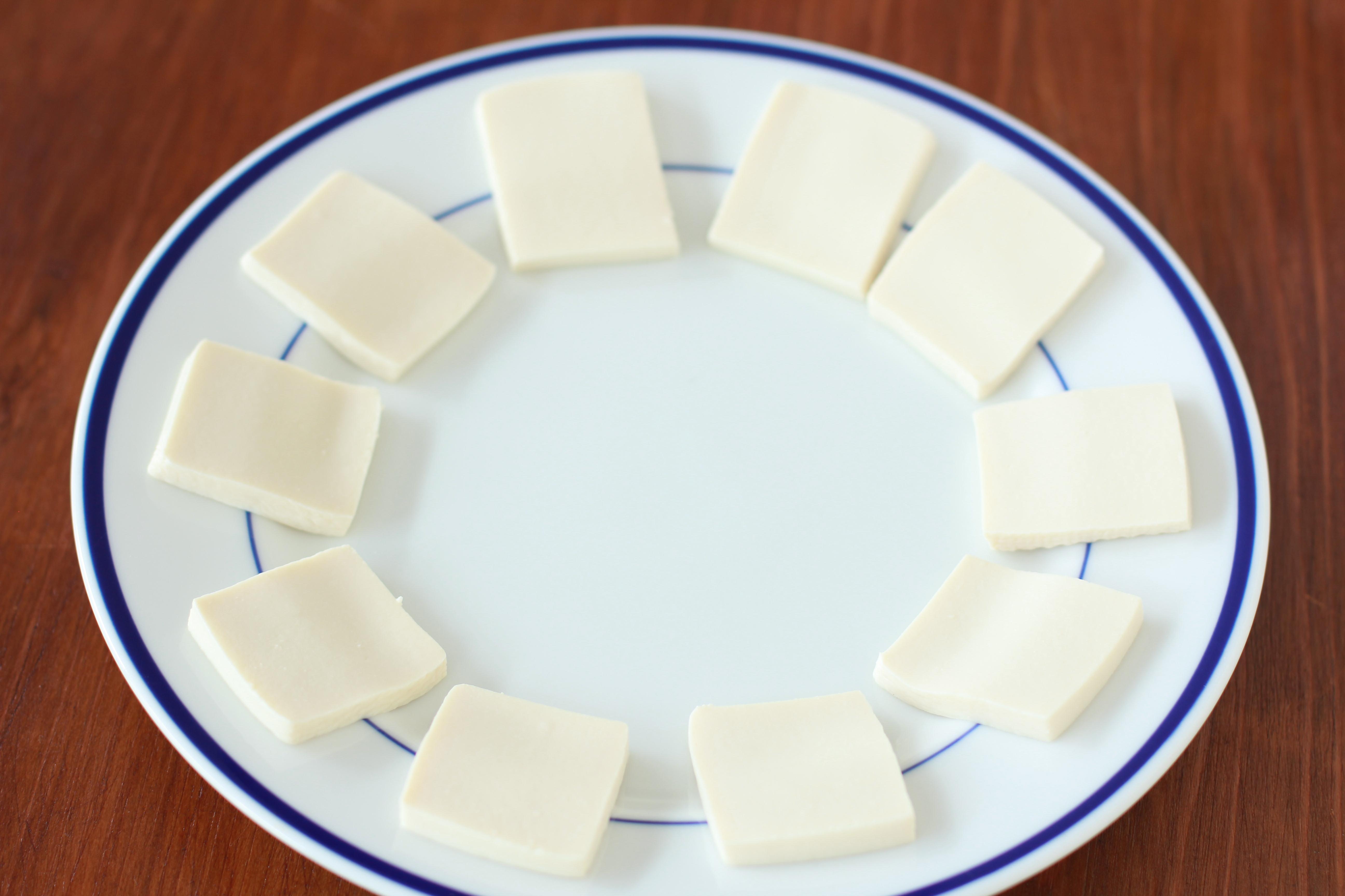 チンするだけ。おやつに低糖質な「豆腐クラッカー」はいかが?