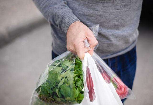 フランスが「レジ袋」を禁止。エコバッグを忘れずに!