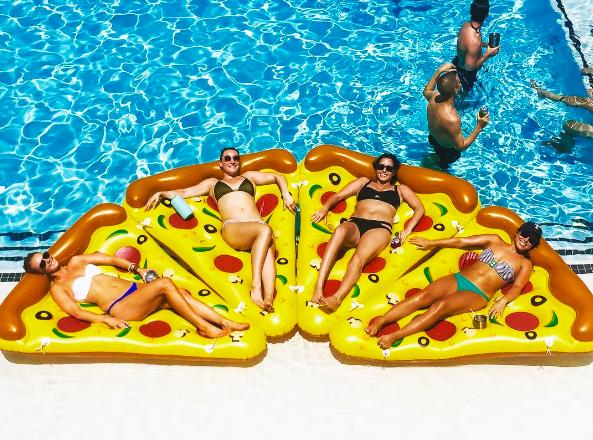 この浮き輪ほしい。アメリカで話題の「Pizzafloat」に乗り遅れるな!