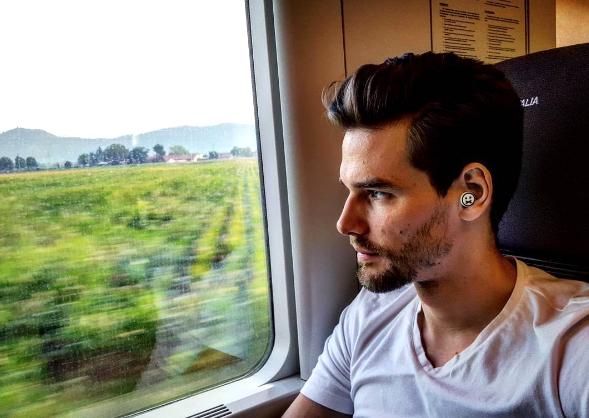 マンガの吹き出しみたいな「主張しすぎる耳栓」。旅行に、読書に、昼寝にOK
