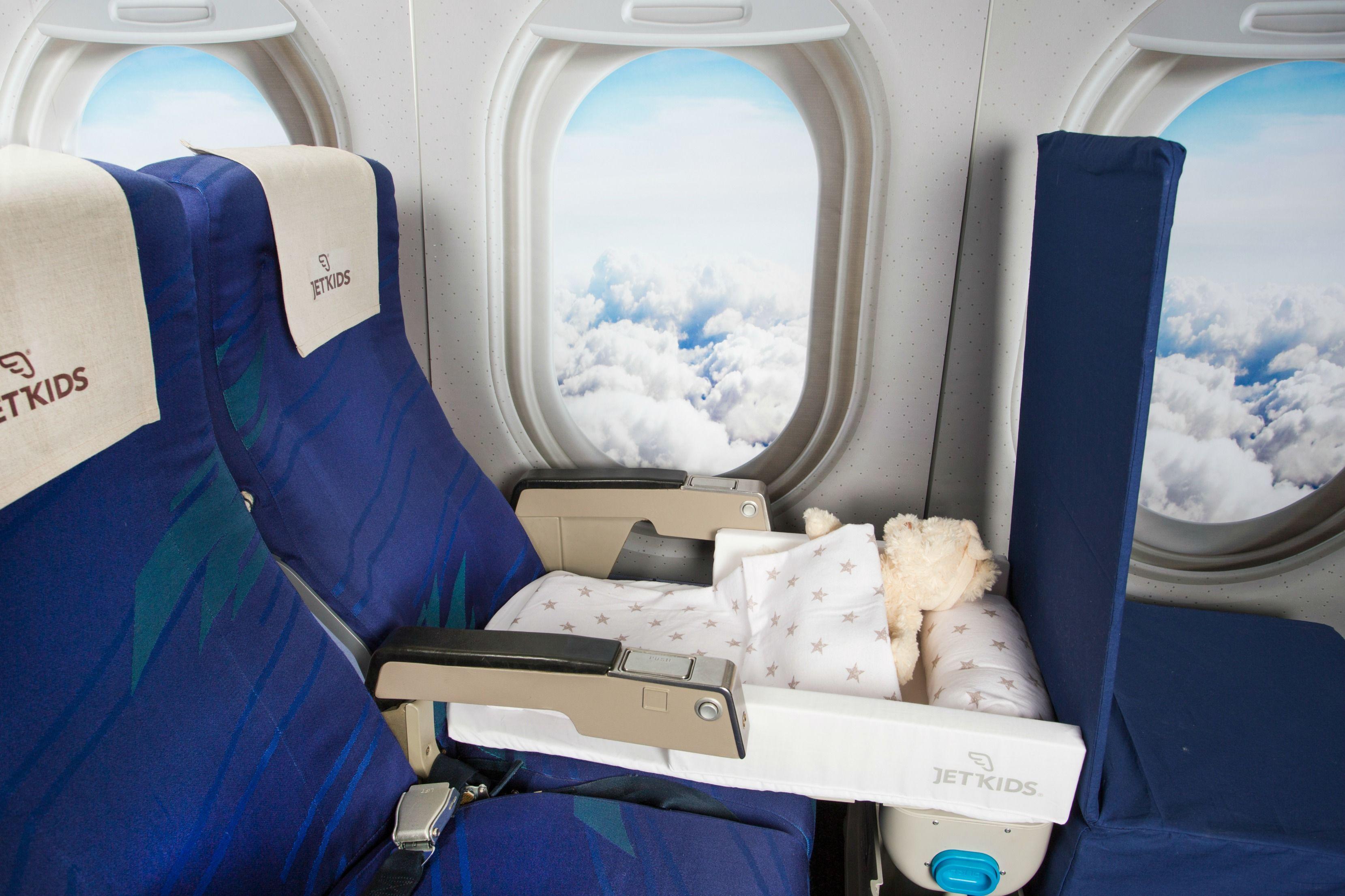 子連れフライトの強い味方。座席で「ベッドにもなる」スーツケースがすごい・・・