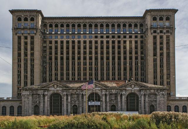 【ダークツーリズム】自動車産業の光と影を体現する「デトロイト」の廃墟とは・・・