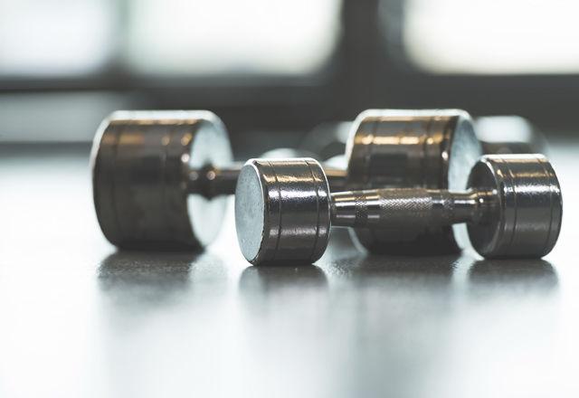 ダンベルが重くても軽くても、筋トレの効果には関係ないらしい(研究結果)