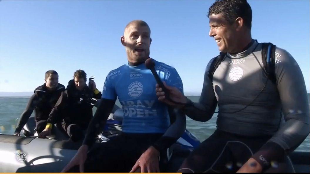 大会中サメに襲われ、パンチして撃退したサーファー。1年後の大会で優勝!