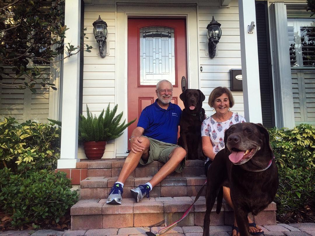 余命半年の宣告を受け、愛犬ベラと旅に出た男性。