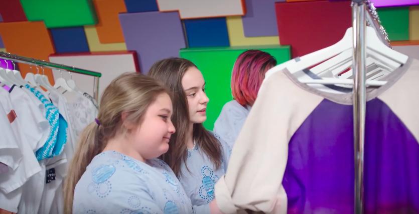 トップデザイナーがNPOとコラボ!「オシャレな病衣」を作ったら子どもたちが笑顔に