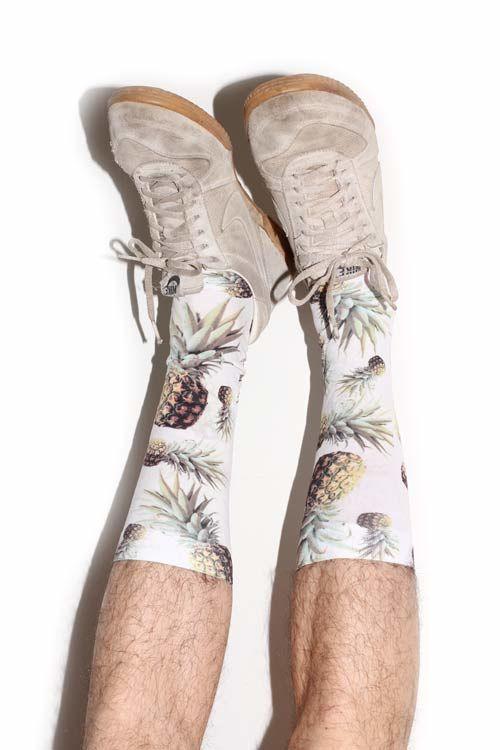 夏に履きたいのは、こんなトロピカルな靴下。