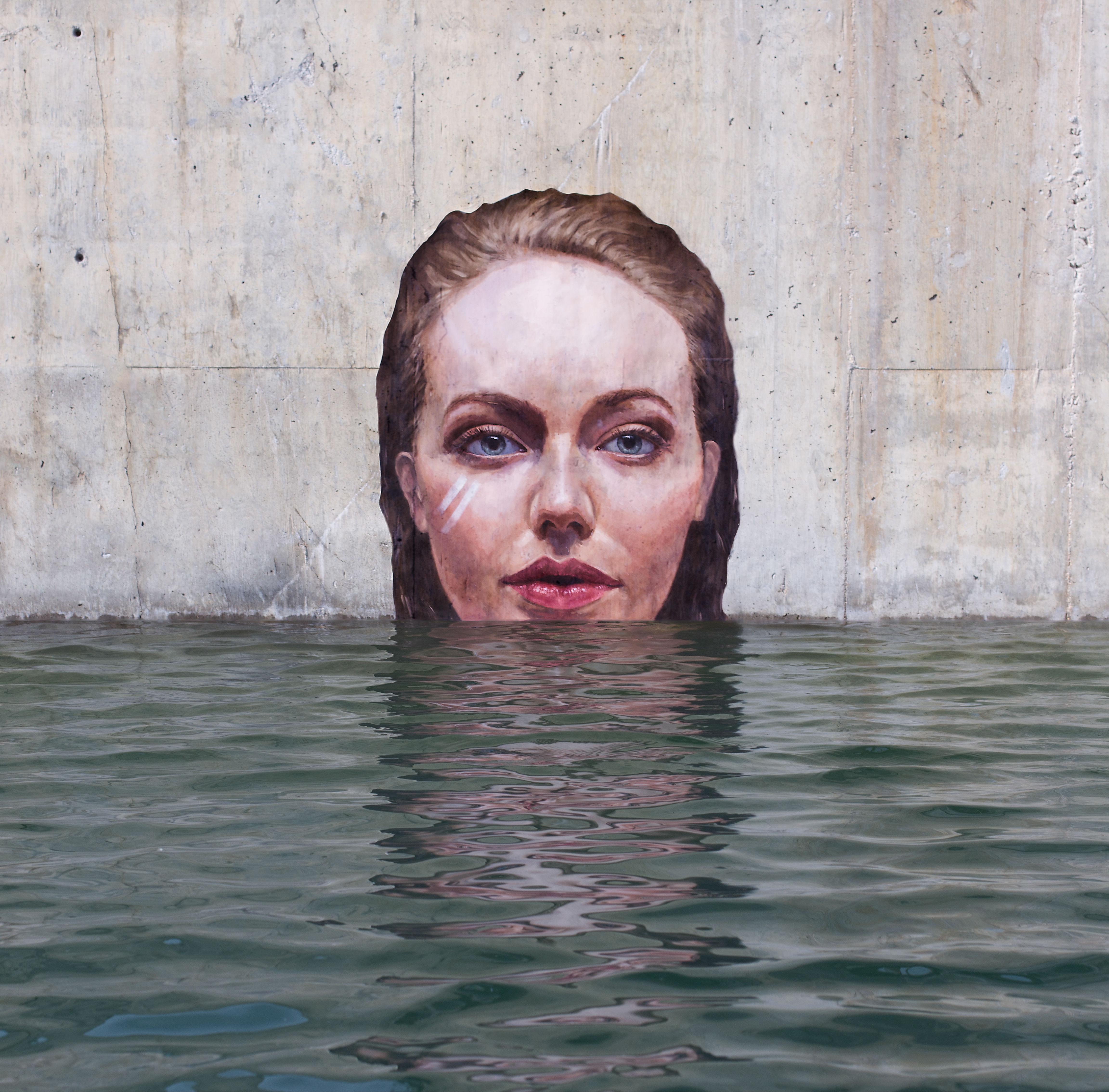 ハワイ生まれのSUPアーティストが描く水面ギリギリの芸術