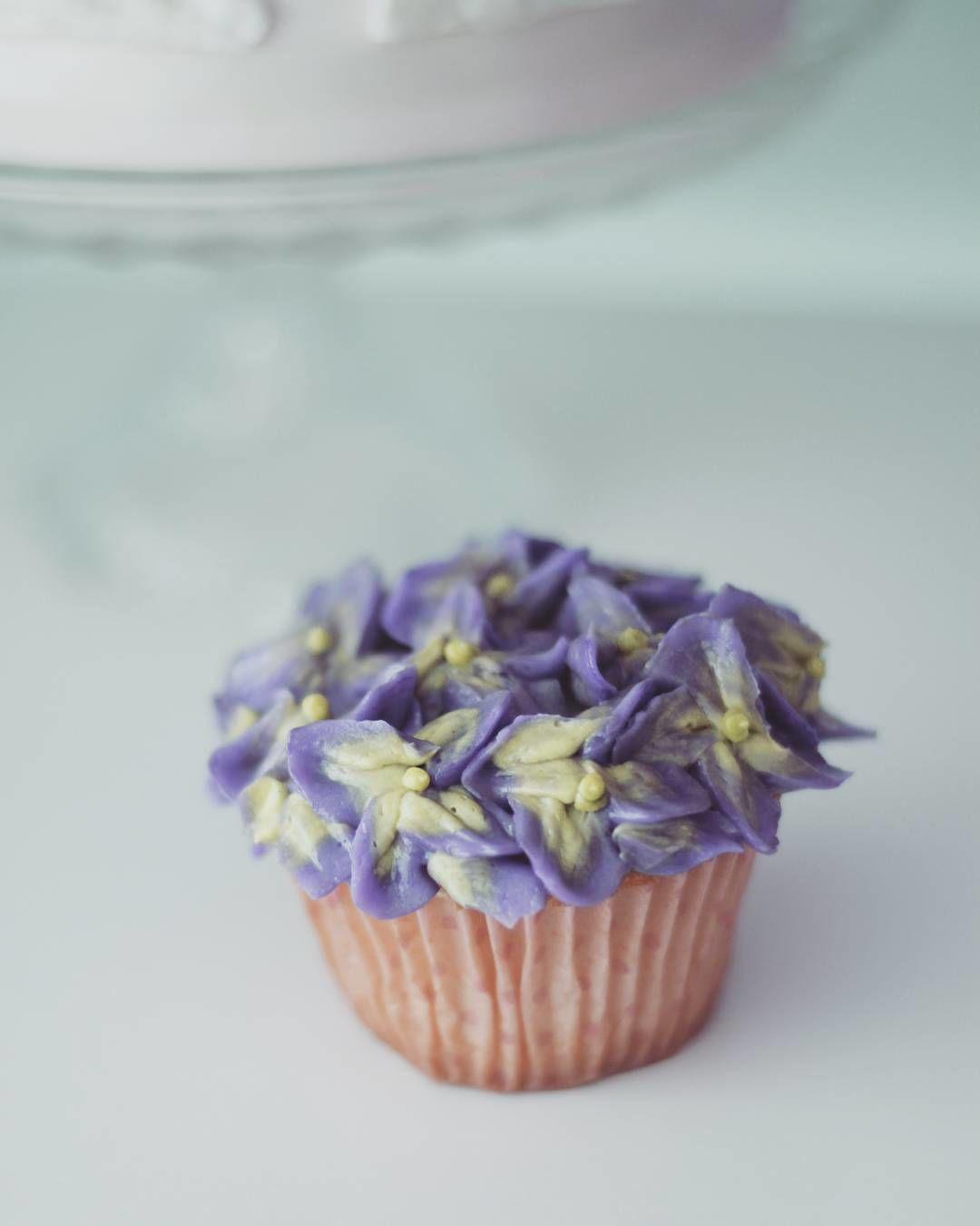 めちゃ簡単!クリームで透明感のある「花びら」を再現する裏ワザ。