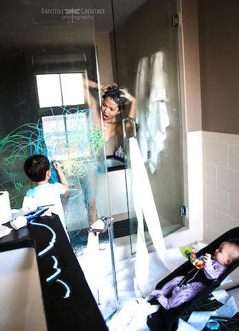 妊娠・子育てのドタバタを撮影した「しあわせ写真集」がめちゃパワフル!