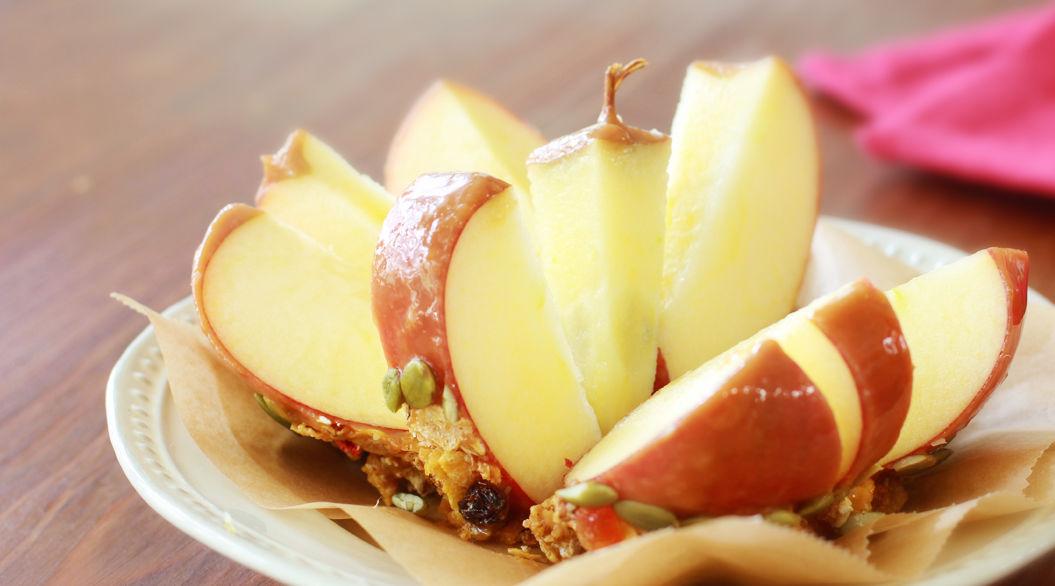 コンビニ食材でつくるアメリカ版りんご飴「キャラメルアップル」