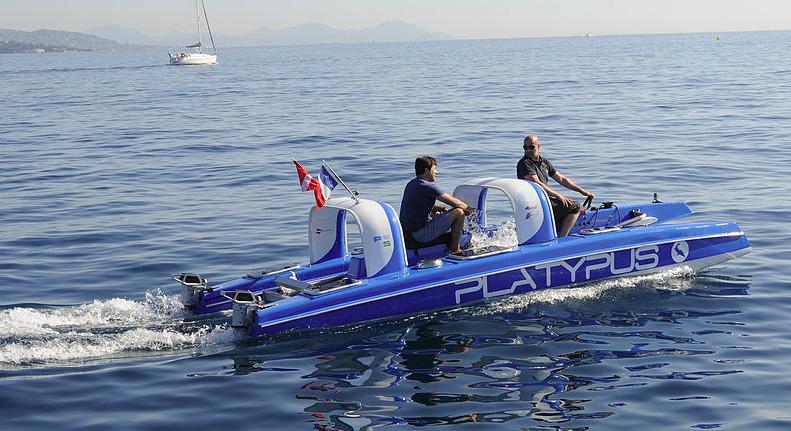 これはズルい!「乗ったままダイビングが楽しめる」プレジャーボートが登場
