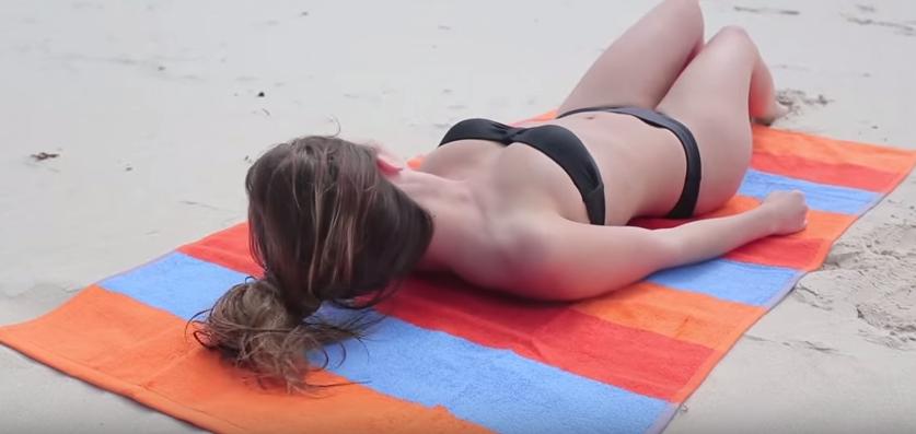 砂が付着せず、水を通さない「最強のビーチタオル」が登場。夏はまだまだ終わらない!