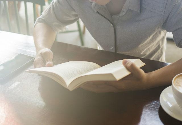 週に3.5時間以上の「読書」が、寿命を2年伸ばす(米・研究結果)