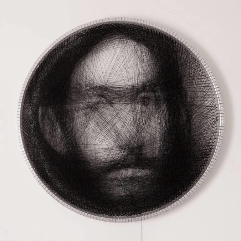 一本の「長〜い糸」だけで、これらのポートレイトは描かれていた