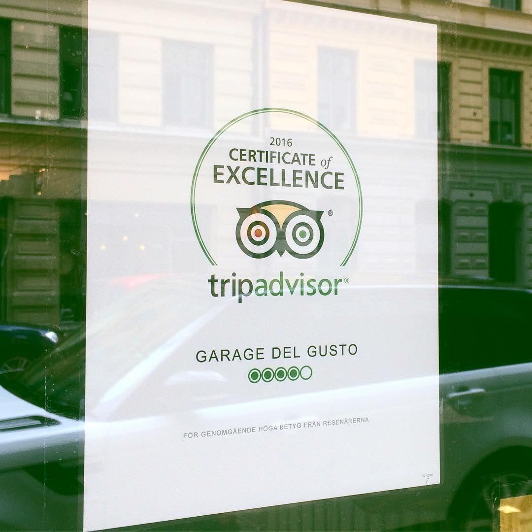 お店に飾られた「TripAdvisorのマーク」は、人気の証拠!
