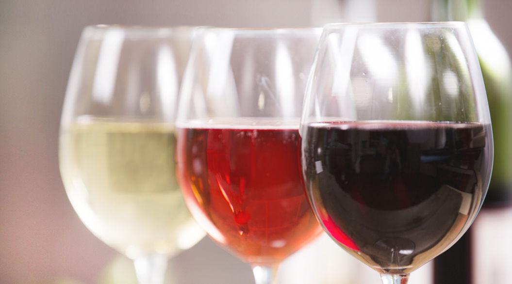色で分ける、3つのワインの特徴と違い。白、赤、 …