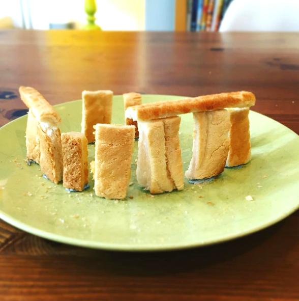 少しでも食事を楽しんで欲しい。重度のアレルギーを持つ娘のため、パパが始めた「食パンアート」がステキすぎる