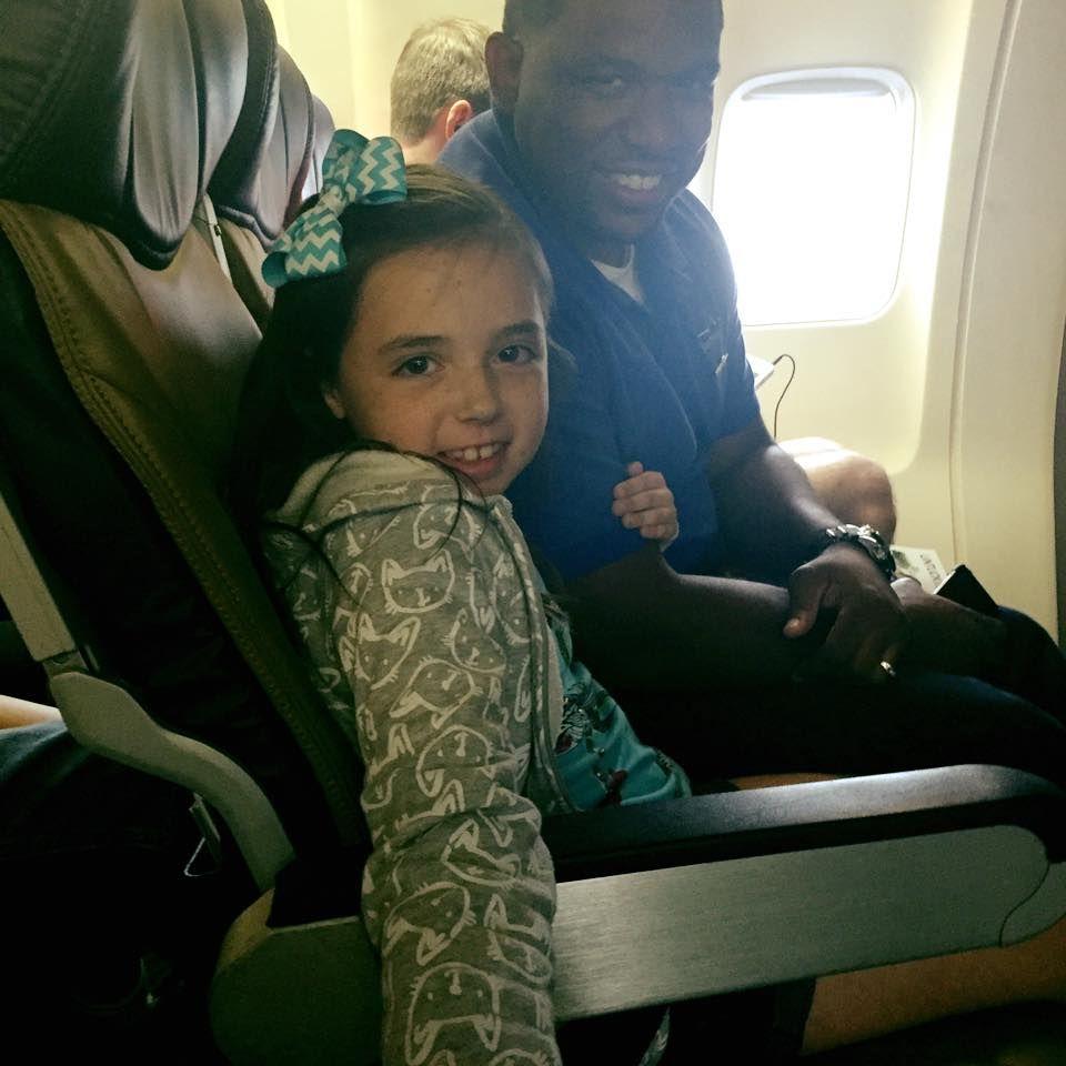フライトに怯える糖尿病の少女を救った「客室乗務員」のやさしさが話題に!