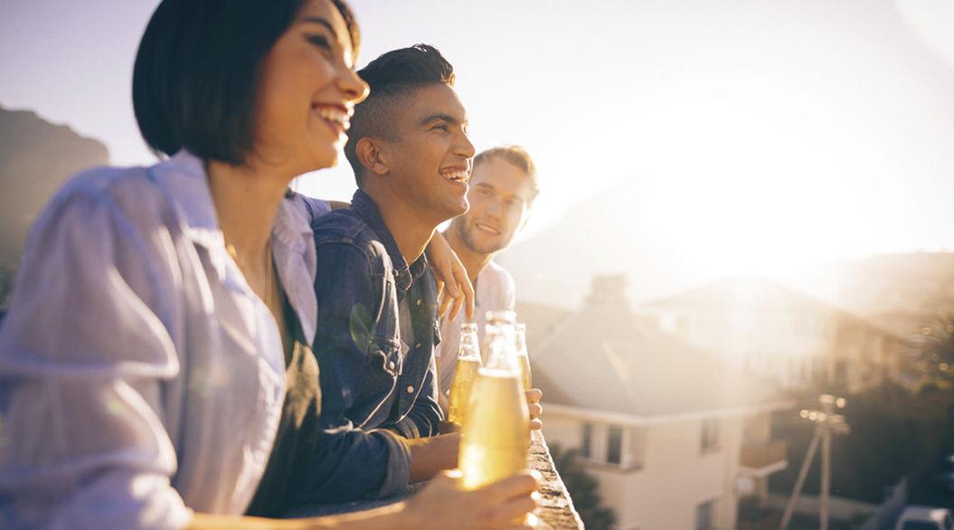 飲み過ぎをやめると起きる「7つの変化」。友人が精査される!?