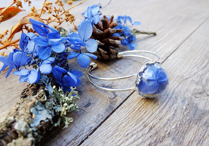 花や蝶を詰め込んだ「テラリウムアクセサリー」には、ファンタジーが溢れている