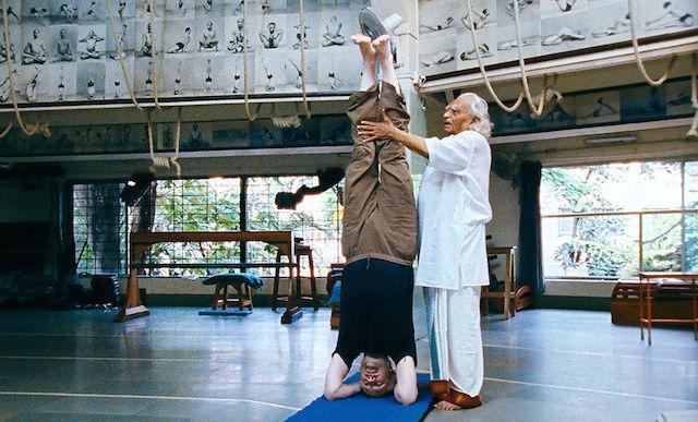 ヨガのルーツに出会うドキュメンタリー『聖なる呼吸』は、初心者でも楽しめる映画