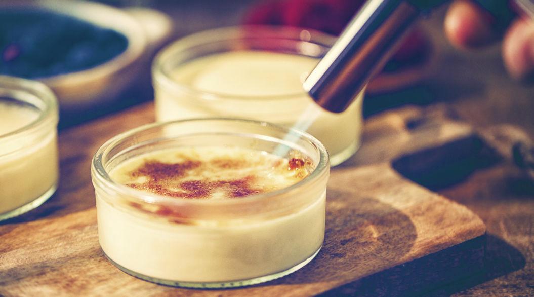 バニラアイスを使えば意外と簡単。自家製「クレーム・ブリュレ」のマル秘レシピ