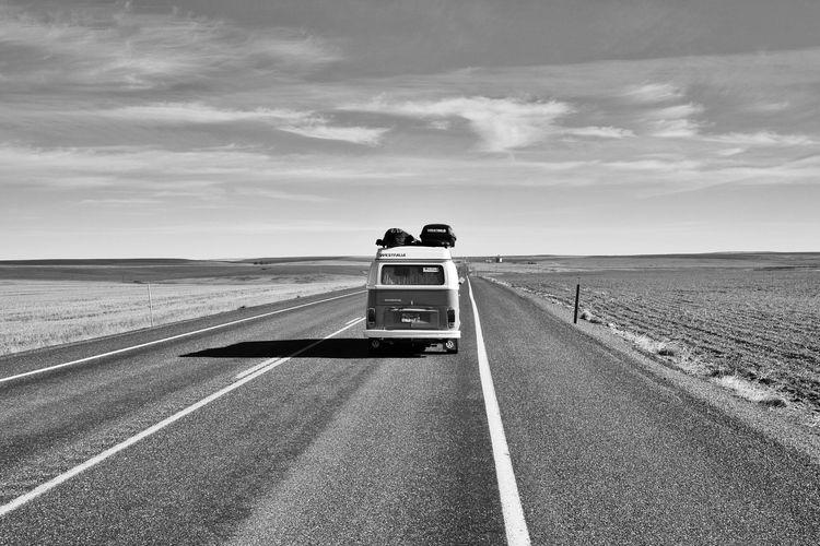 75年式ワーゲンバスでアメリカ大陸を縦断。現代の技術が、おしゃれ旅を現実のものに