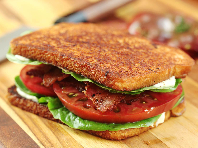 BLTサンドとは、「ベーコンで味付けされたトマト」を味わうサンドイッチである