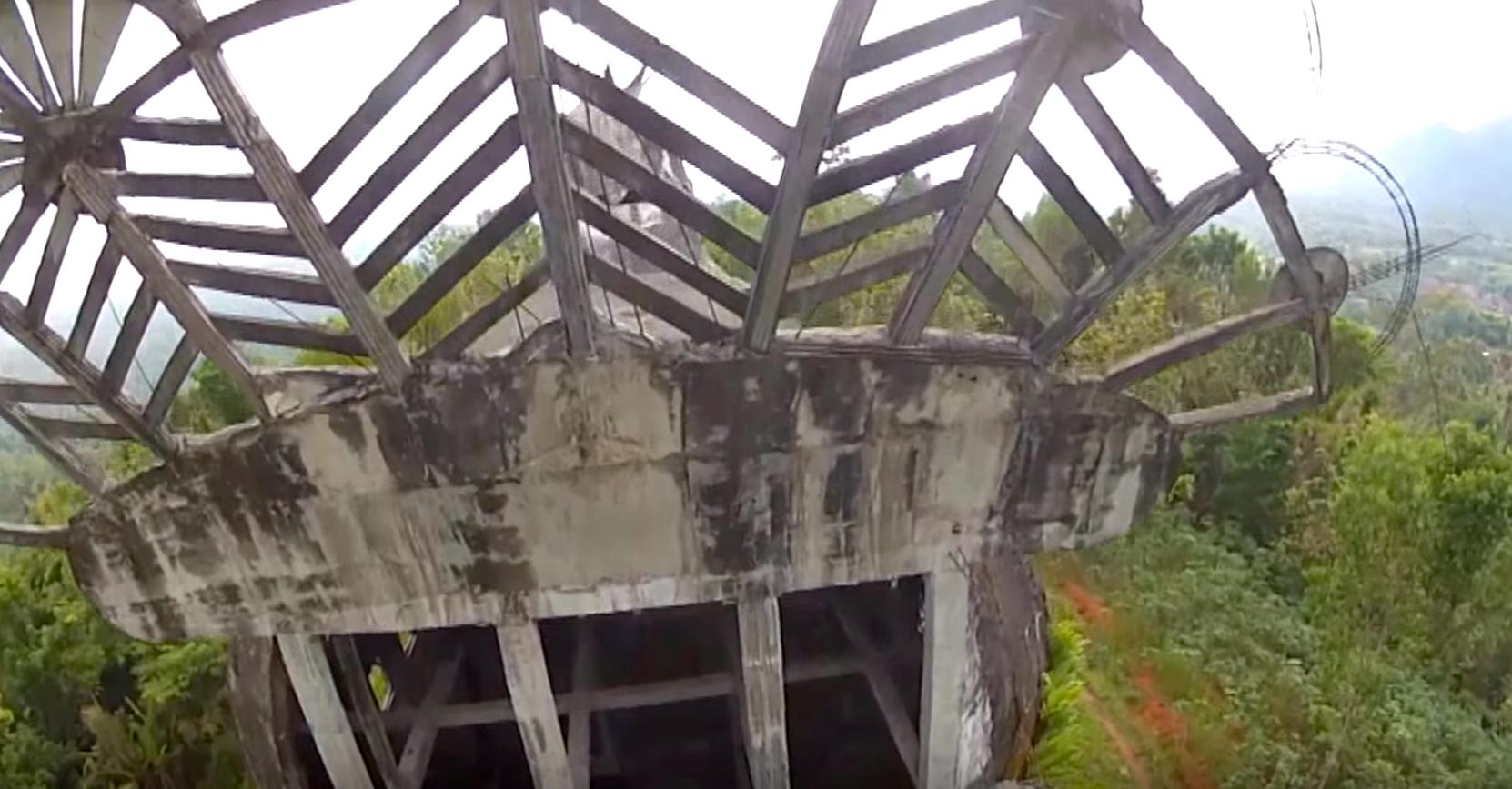 ジャワ島の密林に潜む怪しげな「鳩のドーム」いったい、これはナンダ?