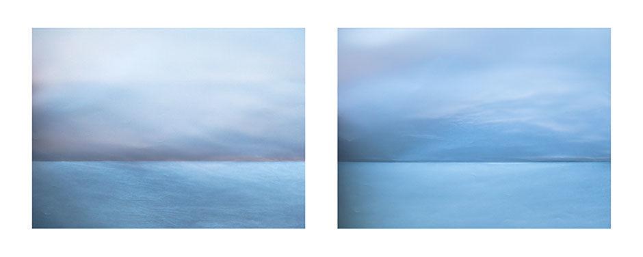 光と紙でできた「夕暮れと水平線」の写真。