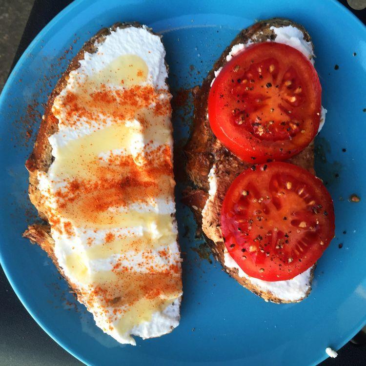 シンプルでとにかくおいしい。最高のトマトサンドイッチを召し上がれ。