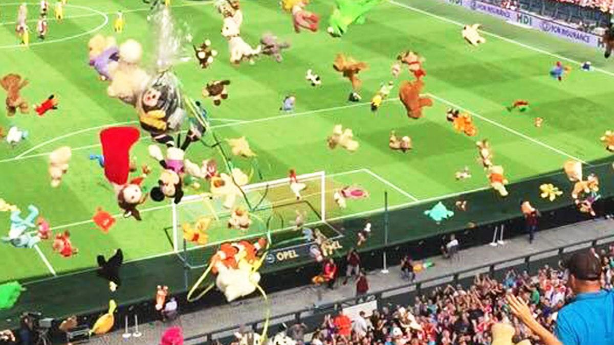 【オランダ】サッカーの試合中に起こった、子どもたちへの「粋なサプライズ」